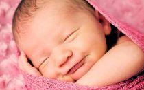 Что делать, если ребенок смеется во сне?